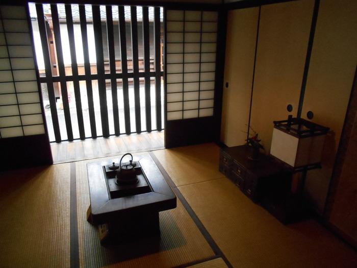 趣きある家屋なのですが、京町家所有者の多くは高齢者。保存に手間がかかることもあり、この伝統建築は少しずつ減ってきてしまっています。