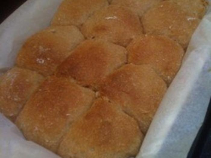 バイタミックスのこねる機能を使って、卵と乳製品を使わない、小麦の味がしっかりとしたパンができます♪水の量で、仕上がりも変わるので、お好みで。