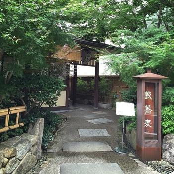 江戸前蕎麦の三大系譜のひとつである「藪そば」。「かんだやぶそば」は、その歴史と伝統を受け継ぐ老舗です。
