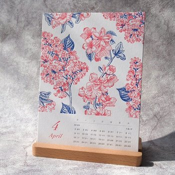 こちらのカレンダーは、日にちも植物もすべて活版印刷。植物の細やかなデザインやカラーが繊細で美しいですね。