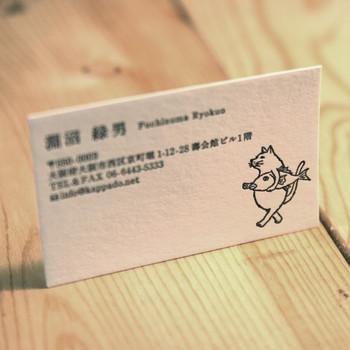 イラスト付きの名刺も素敵。自分の個性や遊び心を名刺に演出することができます。