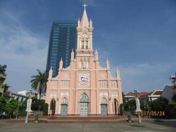 ちなみに、ダナンには美しいビーチだけでなく、このような大聖堂や、