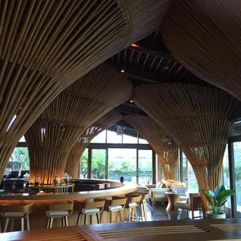こんなカフェテリアも。  ここ以外にもフォトジェニックなエリアが多く、目に優しく美しい内装に心が奪われそうです。