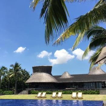 ホテルは、竹を全面にあしらったこちらの「ナマン リトリート」はいかが?  ベトナムの有名建築家がデザインしたリゾートホテルで、全面にあしらわれた竹にアジアらしさが感じられるスポットとなっています。
