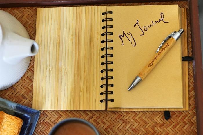 「英語日記」は思い出にもなり、楽しいので最近人気ですよね。 英語でその日起こったこと、感じたことを書くために「これって英語でなんて表現するんだろう?」と調べ、そして文字に起こすことでその表現を自然と覚えることが出来ます。