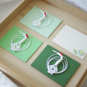 ■harenohi 工房 鶴の水引メッセージカード《緑》  鶴の水引飾りがついた上品な封筒&メッセージカードです。日本の伝統的なデザインである水引は、平安時代からの歴史があるそう。