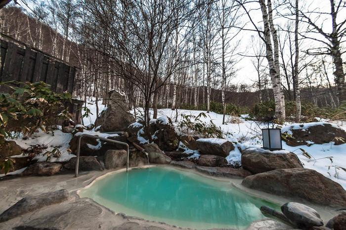 名湯と名高い白骨温泉も松本市。白骨まで行かずとも、浅間温泉や美ケ原温泉などは市街地から気軽に行くことができる距離にあります。