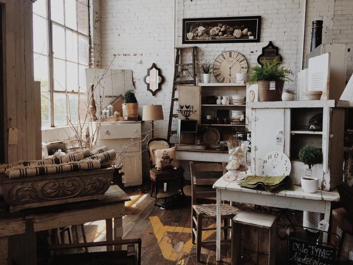 大きな家電や家具などは、捨てるのにもお金が必要。リサイクルショップに買い取ってもらうことで、節約にもなりますよ。新居で必要なものを購入するのに役立ちます♪