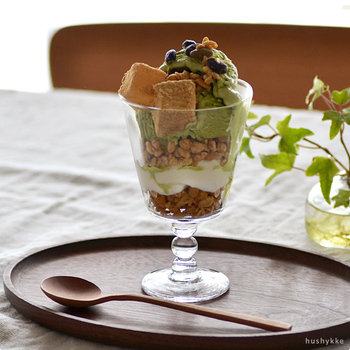 パフェを盛り付けてもとっても素敵!シンプルですっきりとしたデザインなので、デザートグラスとしても使えます。