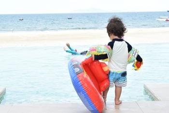 九十九里に面しており、海との行き来も自由な千葉県ならではのプール。スリル満点のスライダーも充実しています。  ※写真はイメージです。