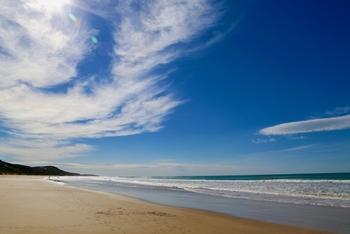 白い砂浜が綺麗な「城崎海水浴場」は南房総イチといわれるほど、水の透明度が高い海なんです。綺麗な海に行きたい方にはぜひおすすめです。  ※写真はイメージです。