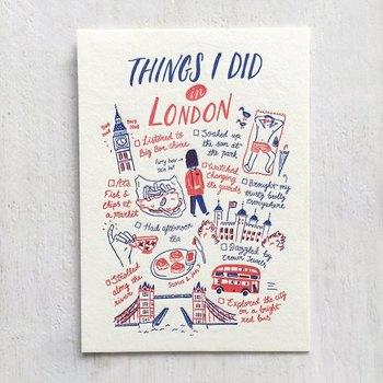 旅行先での思い出をイラストとコメントで綴ったポストカード。イギリスの国旗のカラー、赤と青で統一するとぐっとおしゃれに仕上がります。