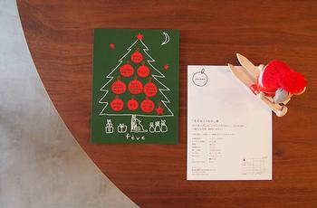 クリスマスのポストカードや写真を、壁面やちょっとしたスペースに飾るのも素敵ですね。カードや写真によって様々なディスプレイが楽しめそう♪