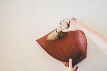 軽いことはもちろん、しなやかで、床に押し付けてごみをすくい取りやすいのが特色です。
