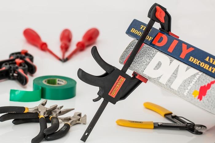 【準備するもの】 ・ベニヤ板 ・スケール ・ダボ(フック) ・印をつけるための鉛筆 ・棚用の板  などなど必要に応じて。