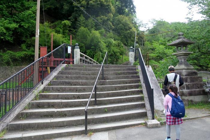 疎水に架かる「大神宮橋」を渡ったら、いよいよ登山のスタートです。