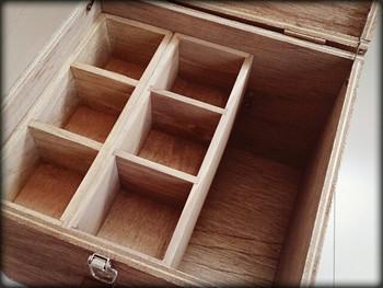中身の仕切りボックスを、使い勝手が良いように変えられるのもDIYの良いところ。