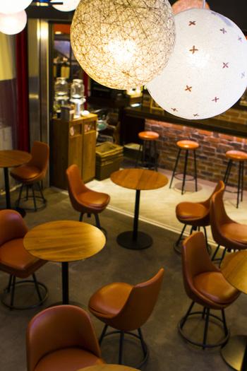 続けて吉祥寺から、台湾茶専門のカフェをご紹介。無添加の高級台湾茶葉を使い、本場の味を再現した台湾茶をバリエーション豊かに楽しめるお店。カウンターで、オーダーするカジュアルスタイルで、店内もポップでかわいい雰囲気。吉祥寺散策の途中でちょっと休憩...なんて時に気軽に使えます。入り口に立っているマスコット、キキちゃんは名物キャラクターなので、こちらもお見逃しなく。