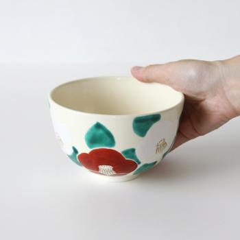 お気に入りのお茶碗を一つ持っておくと、お茶にはもちろん様々な場面で活躍します。 カプチーノやココアを入れてみたり、小物入れに使ってみたりと、手に馴染むサイズ感は使い道が広く重宝します。