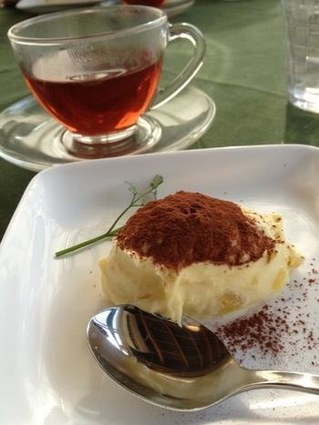 ある日のデザート「サツマ芋のティラミス」とハーブティ。