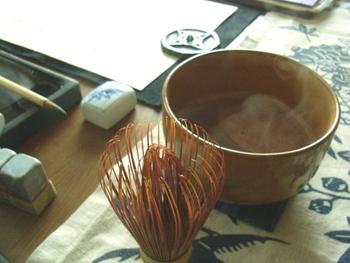 休日の午後、ココアをゆっくりと茶筅で点てて、お気に入りのお茶碗で飲むのというのも風情があり、心豊かな時間が過ごせそう。