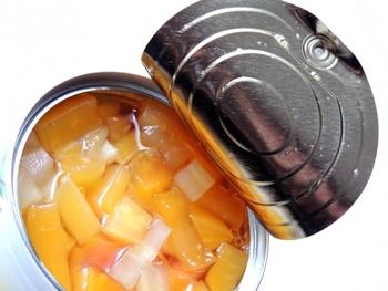 防災用としてもぜひ常備しておきたいアイテム、フルーツ缶。甘いシロップに浸された色々な果物は、いつでも安定の美味しさです。いろいろなスイーツへのアレンジにもとっても便利ですよ♪