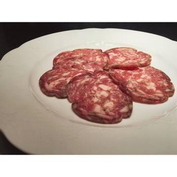 ジョバンニさんが心を込めて作る、自家製のサラミ。こちらもフィレンツェに伝わる伝統のレシピを再現したもの!部位と少し大きめに挽いたお肉がお口の中でとろける食感が人気です。
