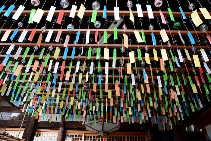 境内に吊るされる風鈴の数は約2,500個。たくさんの風鈴が吊り下げられている様子は壮観!それぞれが軽やかな音色を奏でます。