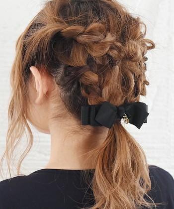 今回は、そんな忙しい朝に大助かりの、短時間で手軽にできるまとめ髪のヘアアレンジ術をご紹介します。 簡単だけど、おしゃれに見えるアレンジばかりですので、是非試してみてください♪