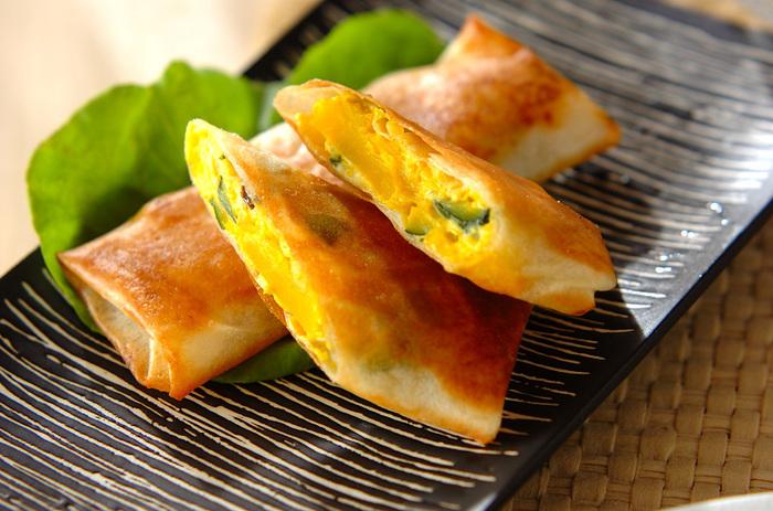 デザート感覚で食べられる「カボチャの春巻き」。クリームチーズを混ぜていますので、なめらかな食感を楽しめます。油で揚げるのではなくフライパンで揚げ焼きするのが、ヘルシーに仕上げるポイント◎お弁当のおかずとしても大活躍しそうです♪