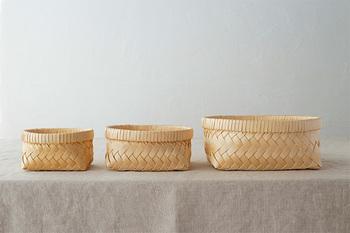 「浅型」のかごは、S・M・Lの3サイズ。抗菌効果のある青森ひばだから、キッチンやバス周りでも安心して使えます。
