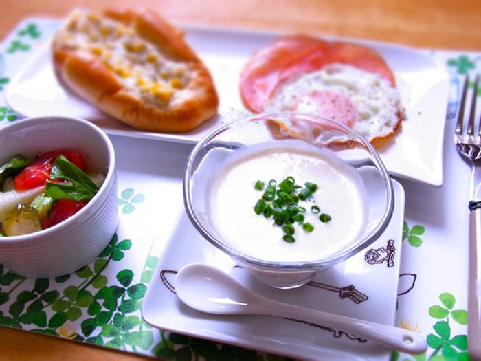 こちらも暑い夏にぴったりな、冷たいスープです。 じゃがいもを使わないので糖質オフ、さらに下茹でなどもいらないので調理も簡単です。