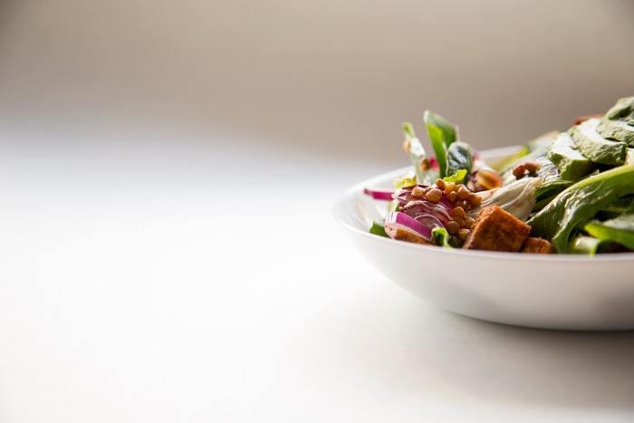 お店で買う他通信販売を利用するなど、新鮮野菜を手にする方法は様々です。野菜を手にしてから食卓に並ぶまでの時間が短いのも家庭での料理の魅力です。