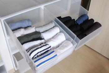 衣類も立てるようにしまうと、収納率がアップします*引き出しを取り出して縦に置き、下から衣類を積み上げるようにしてしまうと綺麗に収まります。