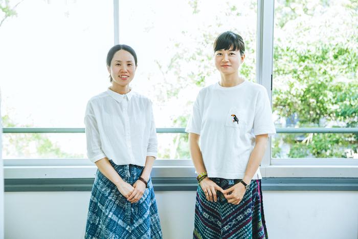 「ilo itoo」のマネージメントを務める高崎真理子さん(左)と、代表・企画・デザインを務める大久保綾さん(右)。ともに福岡県出身