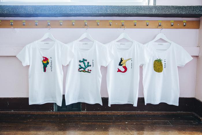 最近作ったアイテムの中でお二人が一番お気に入りだという刺繍Tシャツ。ちょっとシュールで繊細なモチーフは、どれを選ぼうか迷ってしまいます