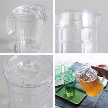 容量はたっぷり1200ml。フタがついているので、水出しアイスティーやフルーツたっぷりのジュースを入れても注ぎやすいですよ。