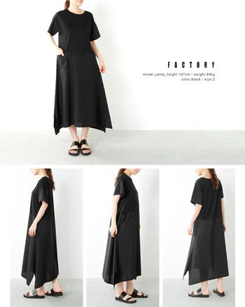 気になるボディラインもさらりと隠してくれるのがマキシ丈ワンピースの魅力のひとつ。裾に入ったスリットと、ふんわりとしたシルエットなら、ブラックカラーも軽やかに見せてくれますね。
