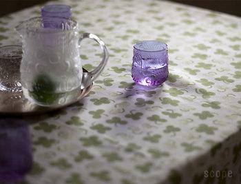 このオイバ・トイッカのFruttaは、1960年代に短期間だけ製造されていた貴重なグラスで、50年ぶりに生産されました。ほかにもクリアがあり新色も出る予定だそうです。夏の食卓を涼しく演出してくれるアイテムです。