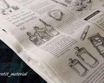 外国語の新聞をデザインした包装紙もあります。包むだけで海外のおしゃれな雰囲気に♪本物の英字新聞などを使う方法もありますよ。