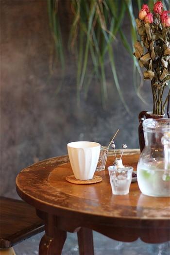 お洒落なショップが建ち並ぶ御幸町(ごこまち)にあるので、ショップングの休憩にぴったりの立地です。 コーヒー・紅茶と自家製の焼き菓子でほーっと一息付けます。抹茶ラテやほうじ茶ラテ、季節の果実ソーダ割りなども美味しそうですね。