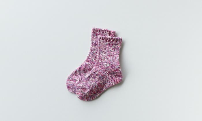 ピンク×パープルのミックスはちょっと大人の色合い。落ち着いていて男の子でも、女の子でも可愛らしく履けますね。