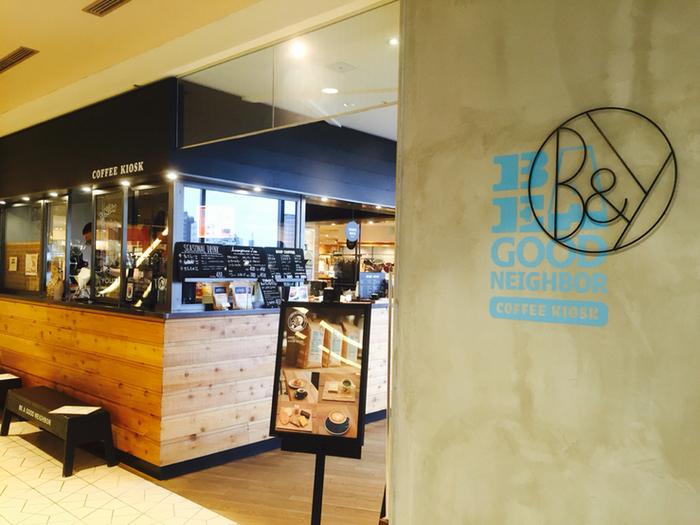 ファッションの人気セレクトショップ、「BEAUTY & YOUTH UNITED ARROWS」内にあるコーヒーショップ。  その名の通り、駅の売店「キオスク」のように気軽に立ち寄れるカフェをコンセプトにしています。