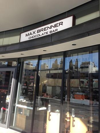 イスラエル発のチョコレート専門店の日本2号店。  ソラマチの1階広場の前にあるので分かりやすく、初めての方も迷わず訪れることができますよ。ガラス張りの店内は開放的な雰囲気。つい、入ってみたくなりますね。