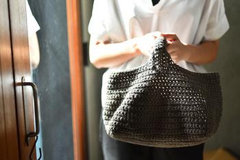 こちらは、麻ひもを使用した、ワンハンドルのバスケットが作れるキットです。ありそうでないシンプルでしっかりとした四角いバッグが作れちゃいます。
