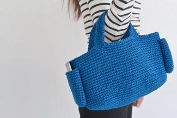 こちらも麻ひもで編むバッグのキットです。ザクザクと編んでいくと、鮮やかなブルーの涼しげなバッグが出来上がります♪