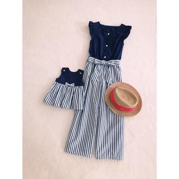 全く同じワンピースに見えますが、ママのデザインはオールインワンになっています。スカートやワンピースを着なれない方に嬉しいデザインですね。