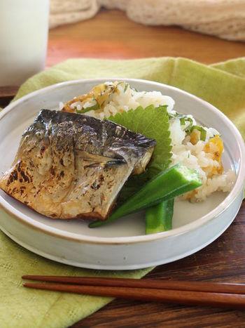 鮭やアジの開きの他に、サバも人気です。焼きサバと梅干しと大葉を混ぜたごはんが絶妙な美味しさ。さっぱりと爽やかな味わいは夏の朝食にぴったりです。