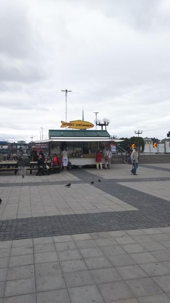 地下鉄スルッセン(Slussen)駅の広場にある有名な屋台。