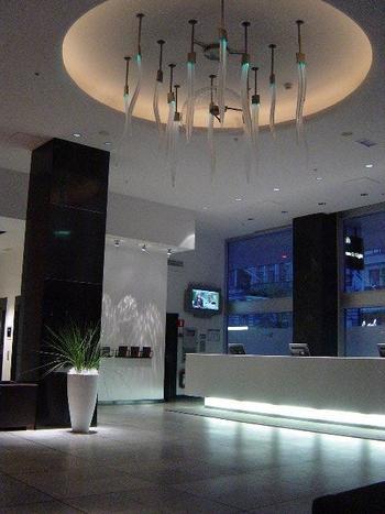 『ホテルシーストックホルム』『ノルディックライトホテル』は同じ系列のホテルで向かいあっており、どちらも素敵な内装で朝食のバリエーションも多いところが人気です。氷点下の空間で氷に囲まれてお酒が楽しめる『アイスバー』もこちらのホテルにあります。